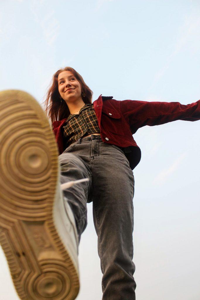 girl stepping in the park sneaker